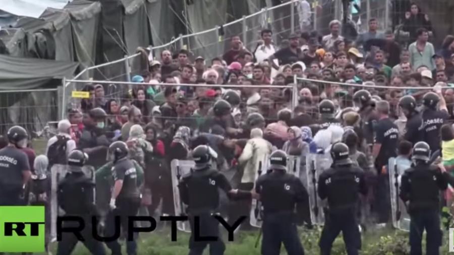 Ungarn: Heftige Szenen in Flüchtlingslager als Hunderte versuchen auszubrechen - Polizei setzt Pfefferspray ein