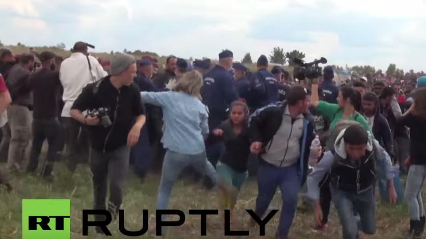 Ungarn: Journalistin tritt vor der Polizei fliehende Flüchtlinge
