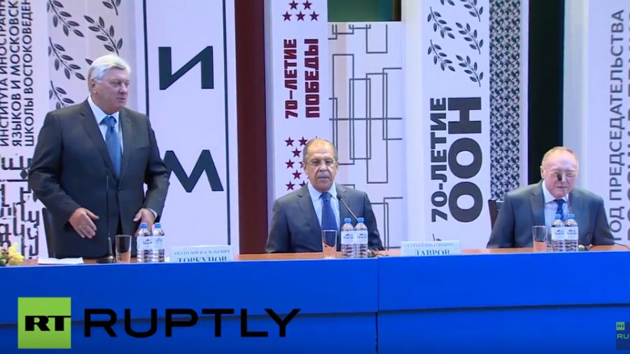 Live: Russlands Außenminister Lawrow spricht vor Studenten am MGIMO (mit englischer Übersetzung)