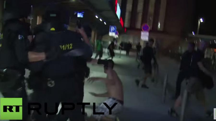 Leipzig: LEGIDA-Gegner stoßen mit der Polizei zusammen – LEGIDA muss Route mehrmals ändern