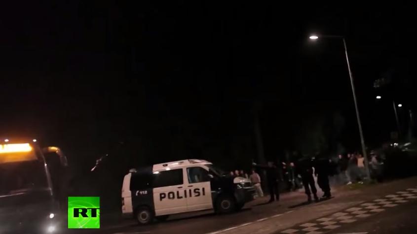 Finnland: Flüchtlingsbus mit Steinen, Feuerwerkskörpern und Bierflaschen attackiert