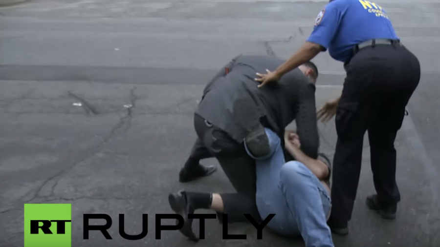 """New York: """"Nazi-Abschaum"""" - Bei Protest gegen Poroschenko kommt es zu Rangeleien"""