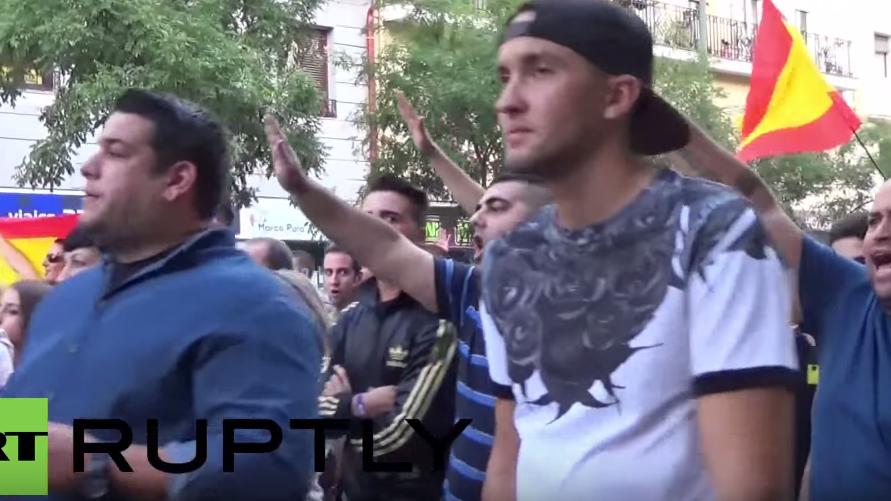 Hunderte Rechtsradikale demonstrieren in Madrid gegen Flüchtlinge