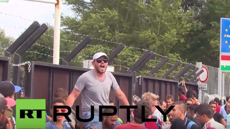 Serbien: Kein Weiterkommen an Ungarns Grenze - Flüchtlinge in Aufruhr