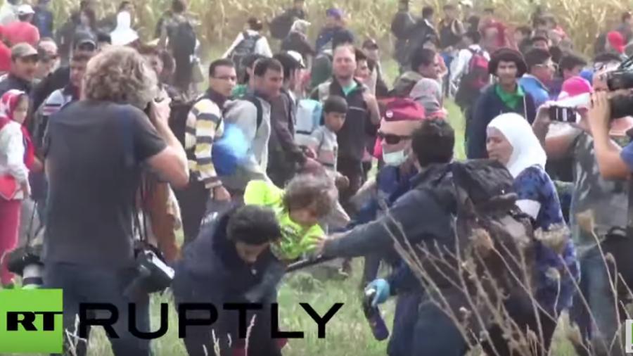 Live: Flüchtlinge harren weiterhin in Röszke aus