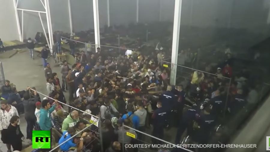 Ungarn: Unmenschliche Szenen im Flüchtlingslager Rözske erinnern an Tierfütterung