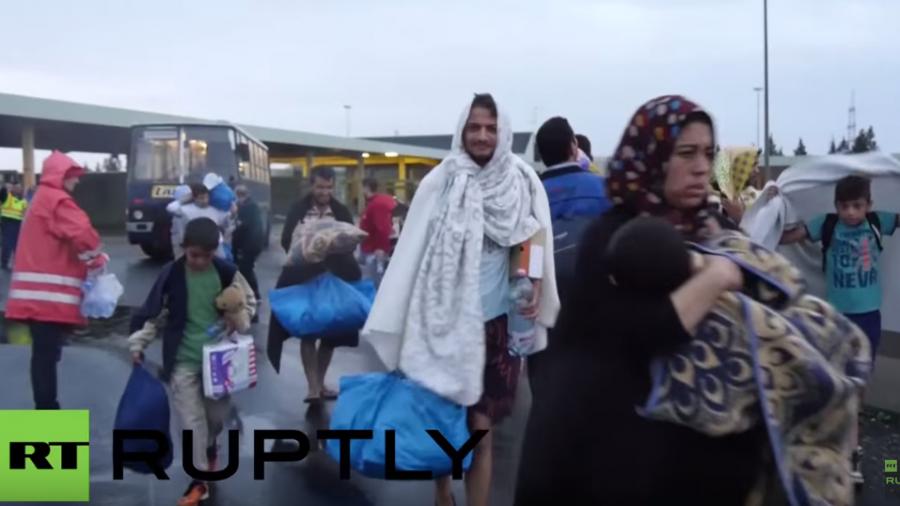 Live vom Westbahnhof in Wien – Flüchtlinge aus Ungarn nun in Österreich