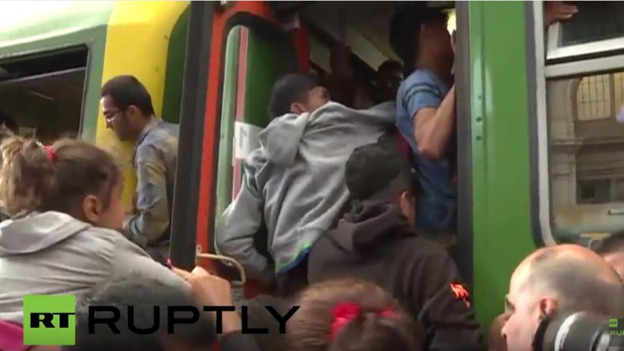 Live: Keleti-Bahnhof für Flüchtlinge wieder geöffnet - Gedränge an den Zügen