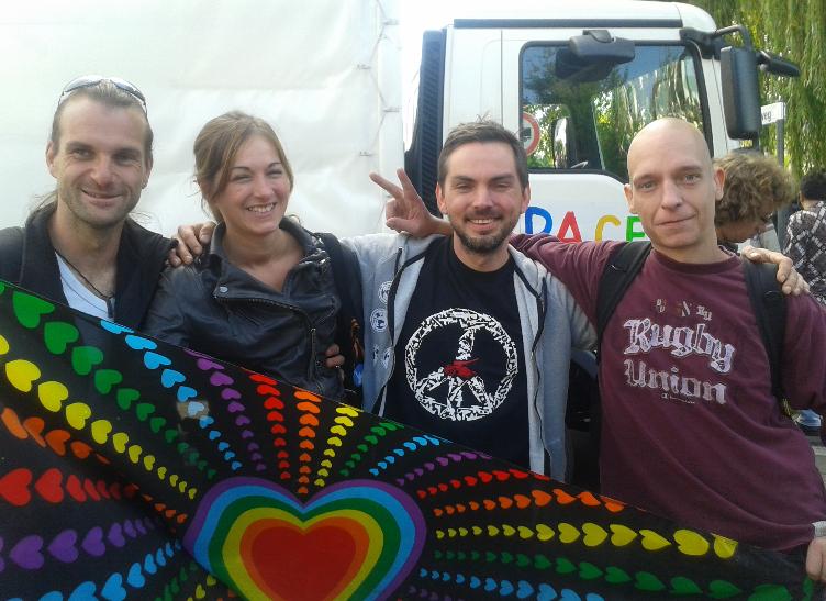 Chris, Aryane, Ben und Benny aus dem Orgateam der Berliner Mahnwache für den Frieden.