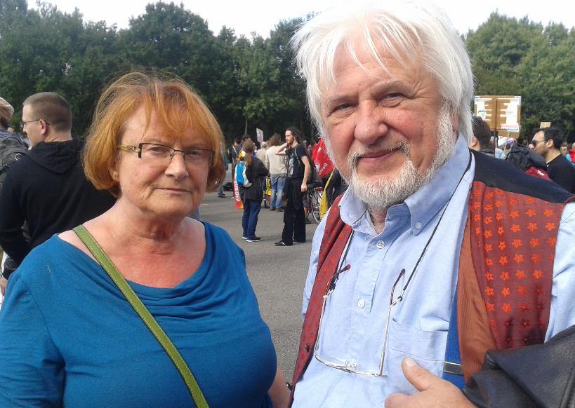 Christina und Rolf wurden durch die Mahnwachen für den Frieden politisiert und kamen aus Köln nach Ramstein angereist.