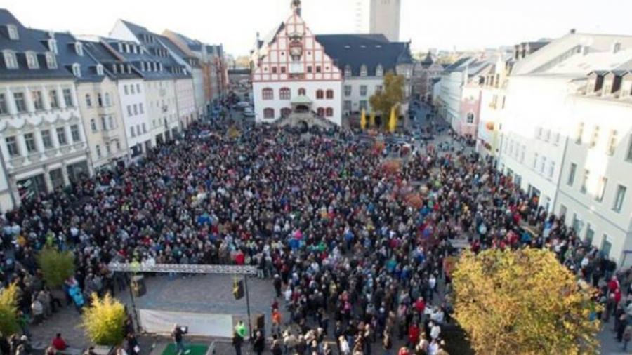 Allsonntaglich auf dem Plauner Marktplatz. Quelle: Wir sind Deutschland - nur gemeinsam sind wir stark (Facebook)