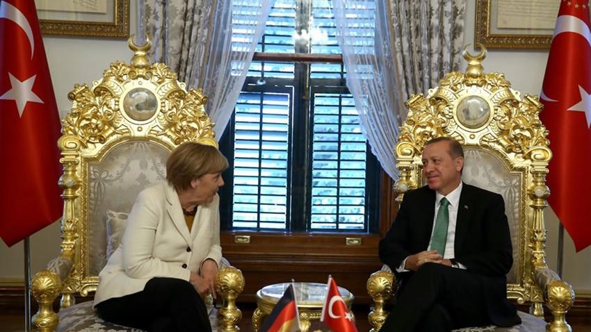 """Merkels Angebot an die Türkei zur """"Lösung der Flüchtlingskrise"""": Visafreiheit gegen besseren Grenzschutz"""