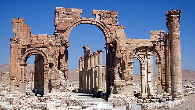 Palmyra: Nach Sprengung des Triumphbogens droht völlige Zerstörung der Stadt durch IS