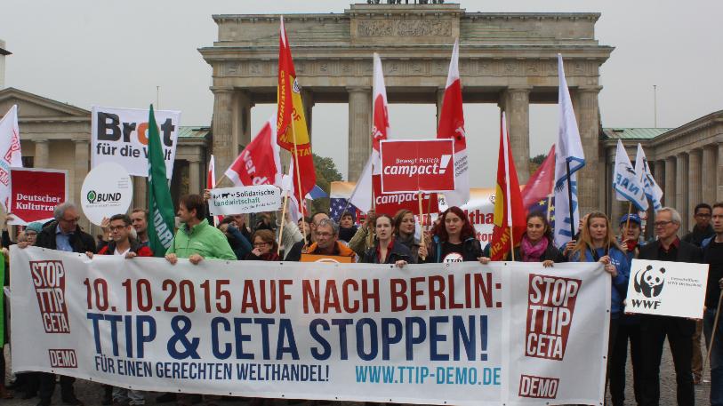 Die Schlacht um TTIP und CETA: Massendemonstration und Bürgerinitiative gegen Konzerndikatur