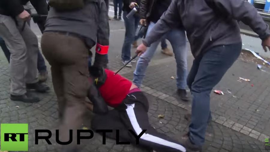Brüssel: Schlagstöcke, Tränengas und Wasserwerfer - 80.000 protestieren gegen Sparpolitik
