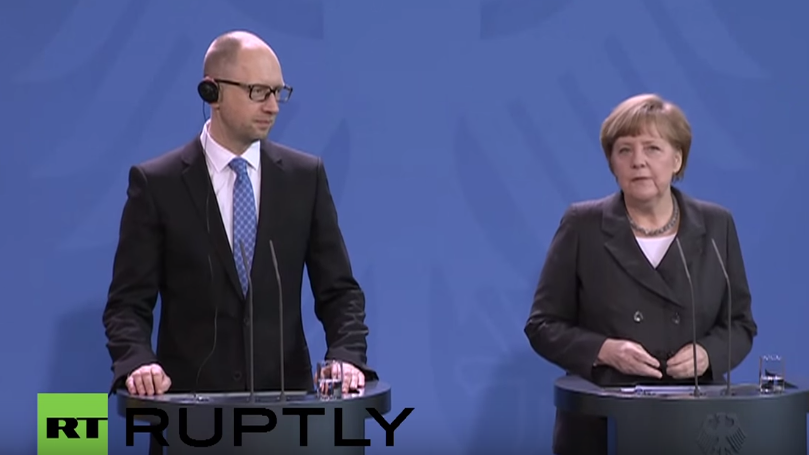 Live: Angela Merkel und Arsenij Jazenjuk geben gemeinsame Pressekonferenz in Berlin