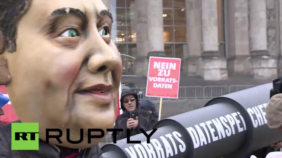 Bundestag führt trotz Protest Vorratsdatenspeicherung wieder ein