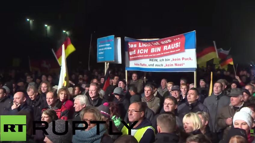 "Erfurt: ""Merkel muss weg"" – Tausende folgen AfD-Protest-Aufruf"