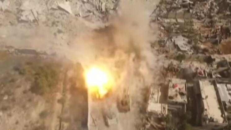 Außergewöhnlich gute Drohnenaufnahmen der syrischen Bodenoffensive gegen den IS