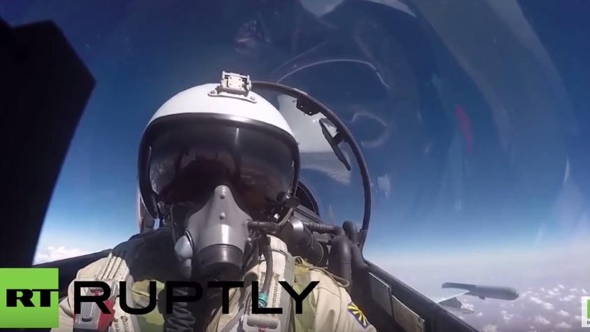 Cockpit-Perspektive: Russische SU-27 im Einsatz gegen den IS in Syrien