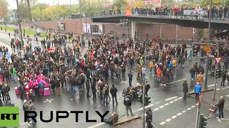 Live: HoGeSa demonstrieren zum ersten Jubiläum in Köln - starker Gegenprotest erwartet