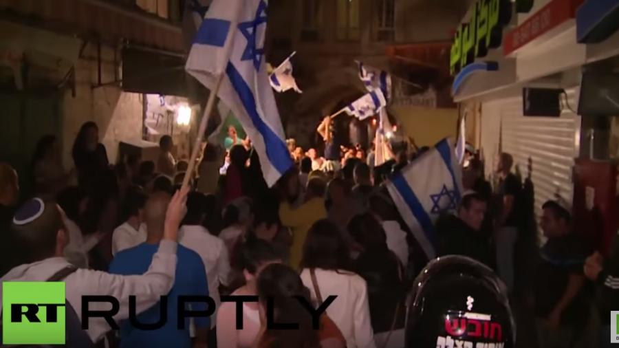 Hunderte jüdische Israelis stürmen arabisches Viertel in Jerusalem