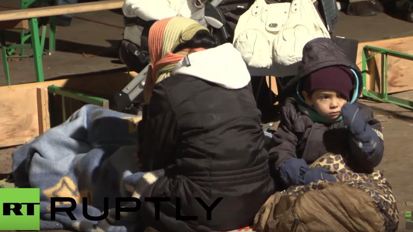 Berlin: Flüchtlinge übernachten trotz Temperaturen von nur knapp über Null vor dem LaGeSo