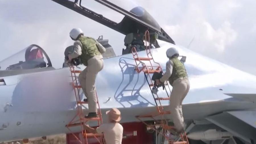 """RT Exklusiv aus Latakia: """"Kein Raum für Fehler"""" – Wie sich die russischen Piloten auf ihre Einsätze vorbereiten"""