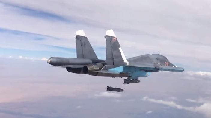 Aufnahmen der heutigen Luftangriffe gegen IS-Stellungen in den Regionen Aleppos und Rakkas