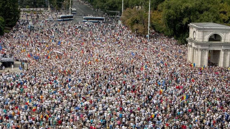Der Maidan ohne EU- und US-Funktionäre - Demonstration vor dem Regierungssitz in Chișinău - Quelle: Ruptly