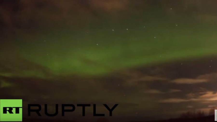 Und plötzlich leuchtet der Himmel in Russland grün -  So schön sind Polarlichter