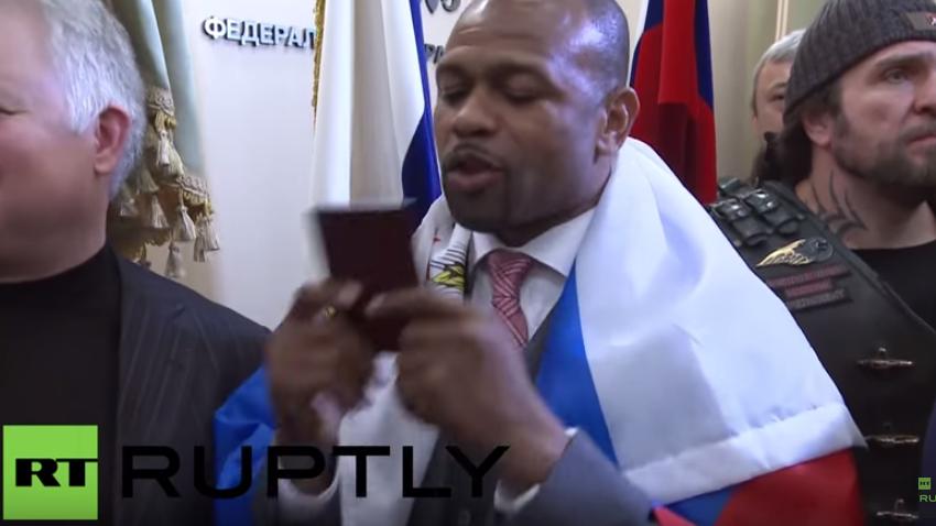 US-Boxer Roy Jones Jr. gibt nach Erhalt des russischen Passes Pressekonferenz in Moskau