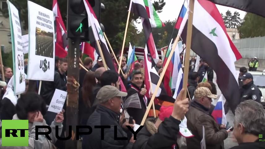 """Gegen die amerikanische Propaganda!"" – Protest vor russischer Botschaft in Bulgarien"