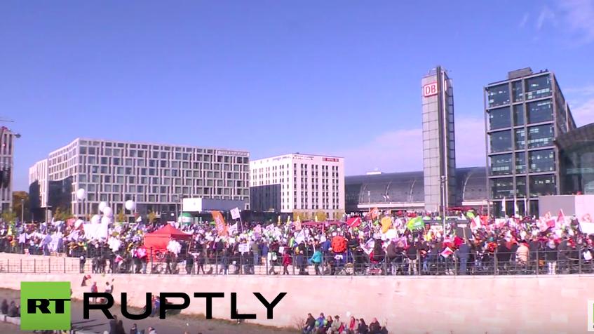 Über 100.000 Teilnehmer bei Großdemonstration gegen TTIP und CETA in Berlin