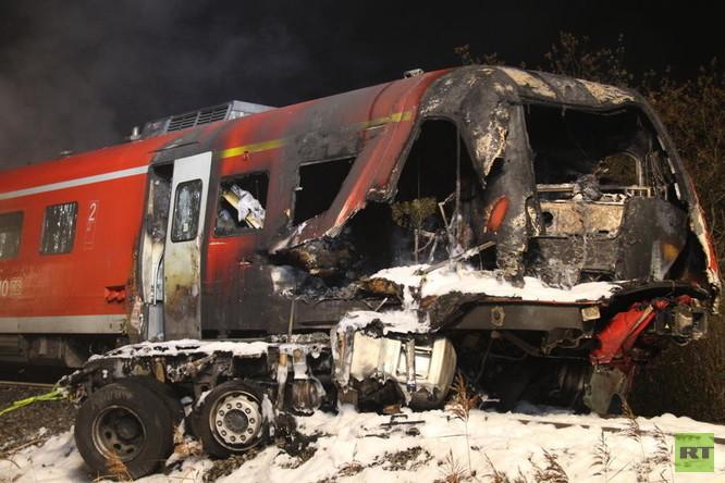 Zugunglück in Bayern: Regionalzug rast in US-Militärtransporter – Zwei Tote und 21 Verletzte