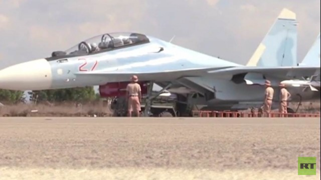 Live: Russische Luftwaffe fliegt Einsätze gegen den IS vom Hmeymim-Stützpunkt in Syrien
