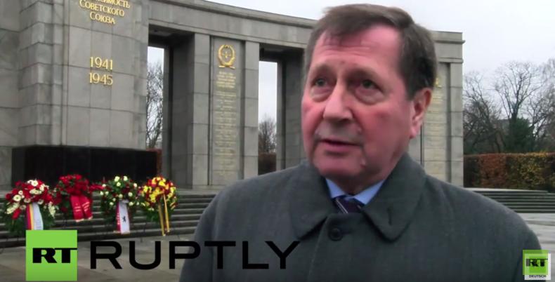 """Mahnendes Gedenken am sowjetischen Ehrenmal in Berlin: """"Von unserem Frieden hängt vieles ab"""""""
