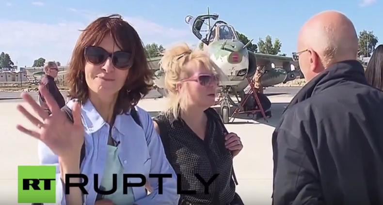 Journalisten aus 12 Nationen besuchen Stützpunkt der russischen Luftkampagne in Syrien