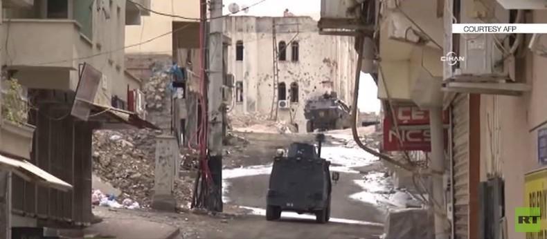 Türkei: Heftige Kämpfe zwischen Armee und PKK in Silvan - Peschmerga-Offensive gegen IS in Sindschar