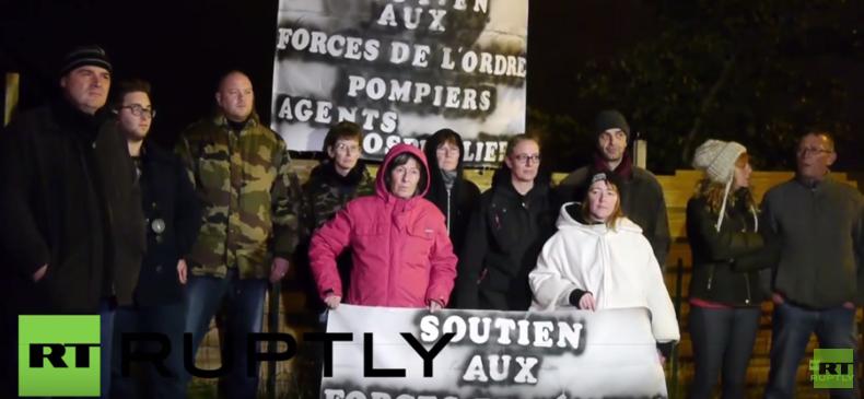 Calais: Nach Ausschreitungen zwischen Flüchtlingen fordern Demonstranten Armee und Ausgangssperren