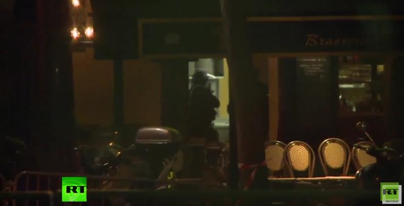 Geiseldrama in Paris: Moment als Polizei an Konzerthalle Bataclan eintrifft