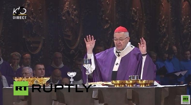 Live: Trauerveranstaltung in der Kathedrale Notre-Dame für die Opfer der Terroranschläge in Paris