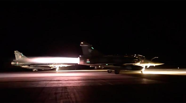 """Frankreich fliegt massive Luftangriffe gegen den """"Islamischen Staat"""" in Syrien"""