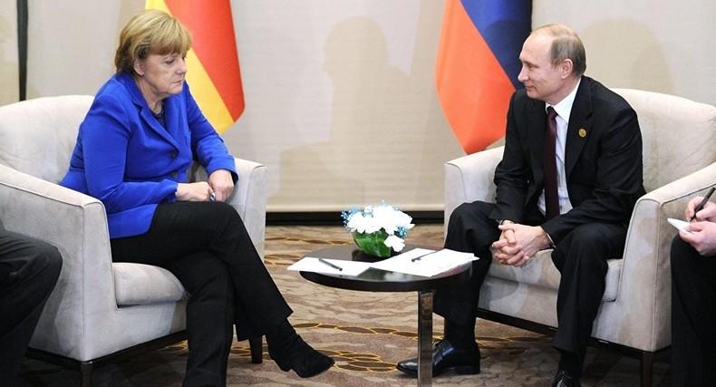 Russischer Regierungssprecher: Putins Gespräche mit Merkel sehr produktiv, mit Obama weniger