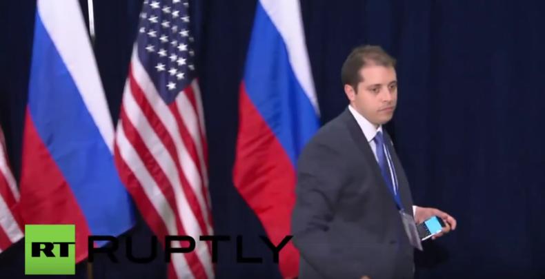 Mr. Bean des G20 ist zurück - Und streichelt zärtlich US-Flaggen