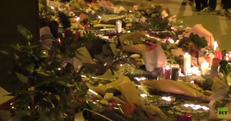 Live: Trauernde versammeln sich im Stadion Stade de France in Paris, Saint Denis