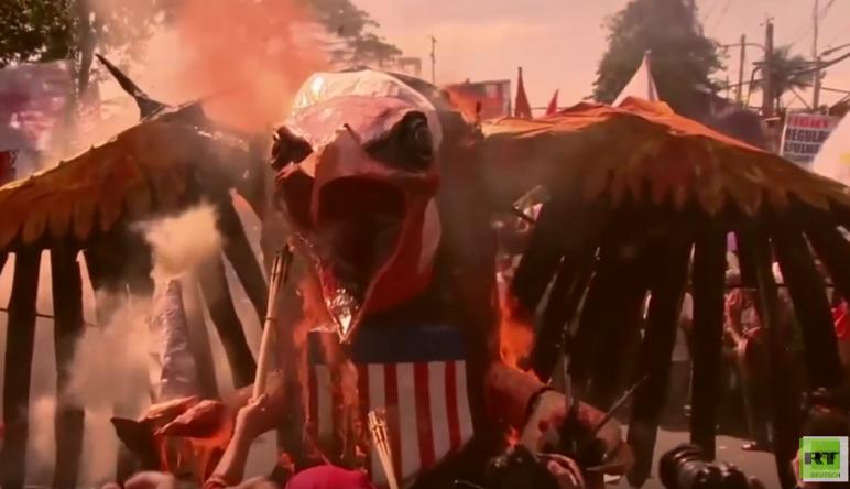Heftige Proteste beim APEC-Gipfel in Manila - Demonstranten verbrennen US-Adler