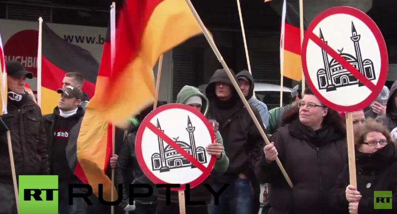 Pro-NRW protestiert gegen Moscheen und Islamisierung: Rednerin droht Anzeige wegen Volksverhetzung