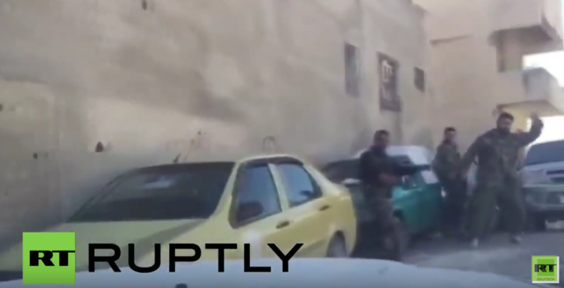Syrien: Pressekonvoi unter Beschuss - RT-Korrespondenten verletzt