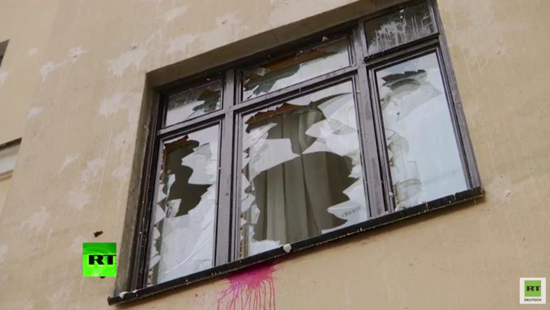 Moskau: Wütende Demonstranten bewerfen türkische Botschaft mit Steinen und Farbe